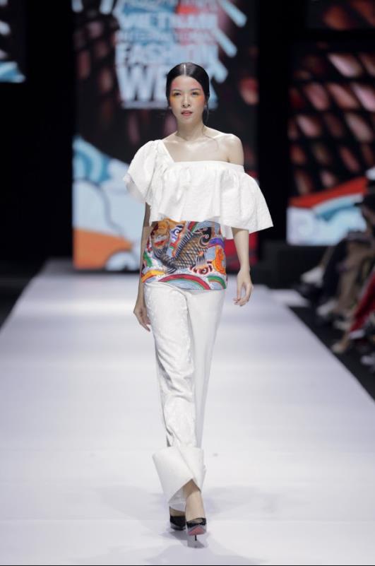 Xem Aquafina Tuần lễ Thời trang Quốc tế Việt Nam 2020 mới thấy: Nước mình còn vô vàn cảm hứng sáng tạo, cần chi đâu nước ngoài? - Ảnh 5.