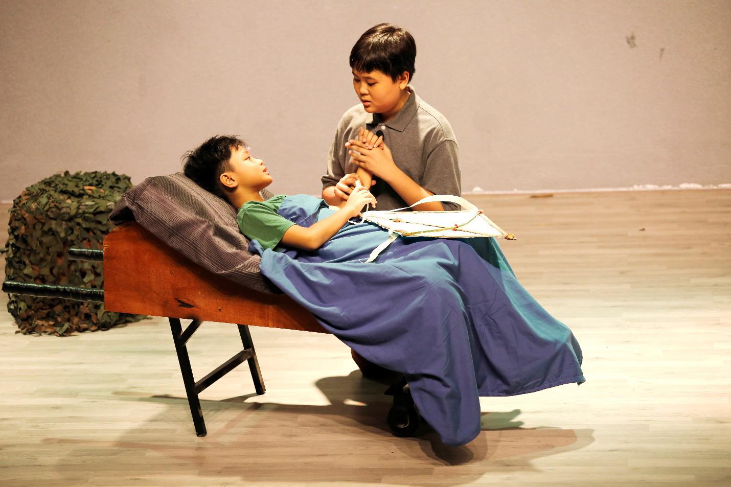 """""""Làm bạn với bầu trời"""" của nhà văn Nguyễn Nhật Ánh lên sân khấu kịch học đường - Ảnh 2."""