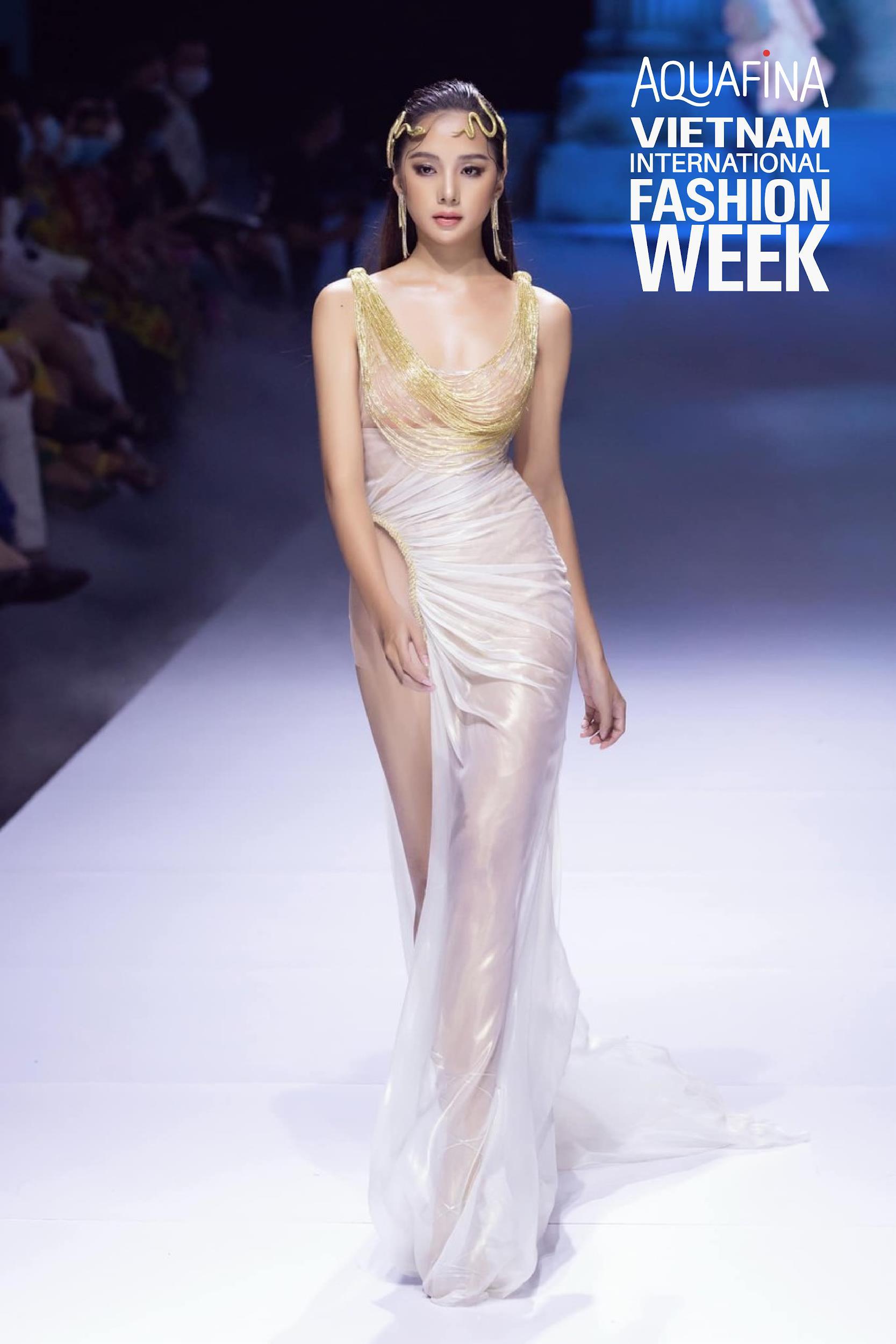 """Nhìn lại những nhan sắc """"cực phẩm"""" trên sàn diễn Aquafina Tuần lễ Thời trang Quốc tế Việt Nam 2020 - Ảnh 7."""