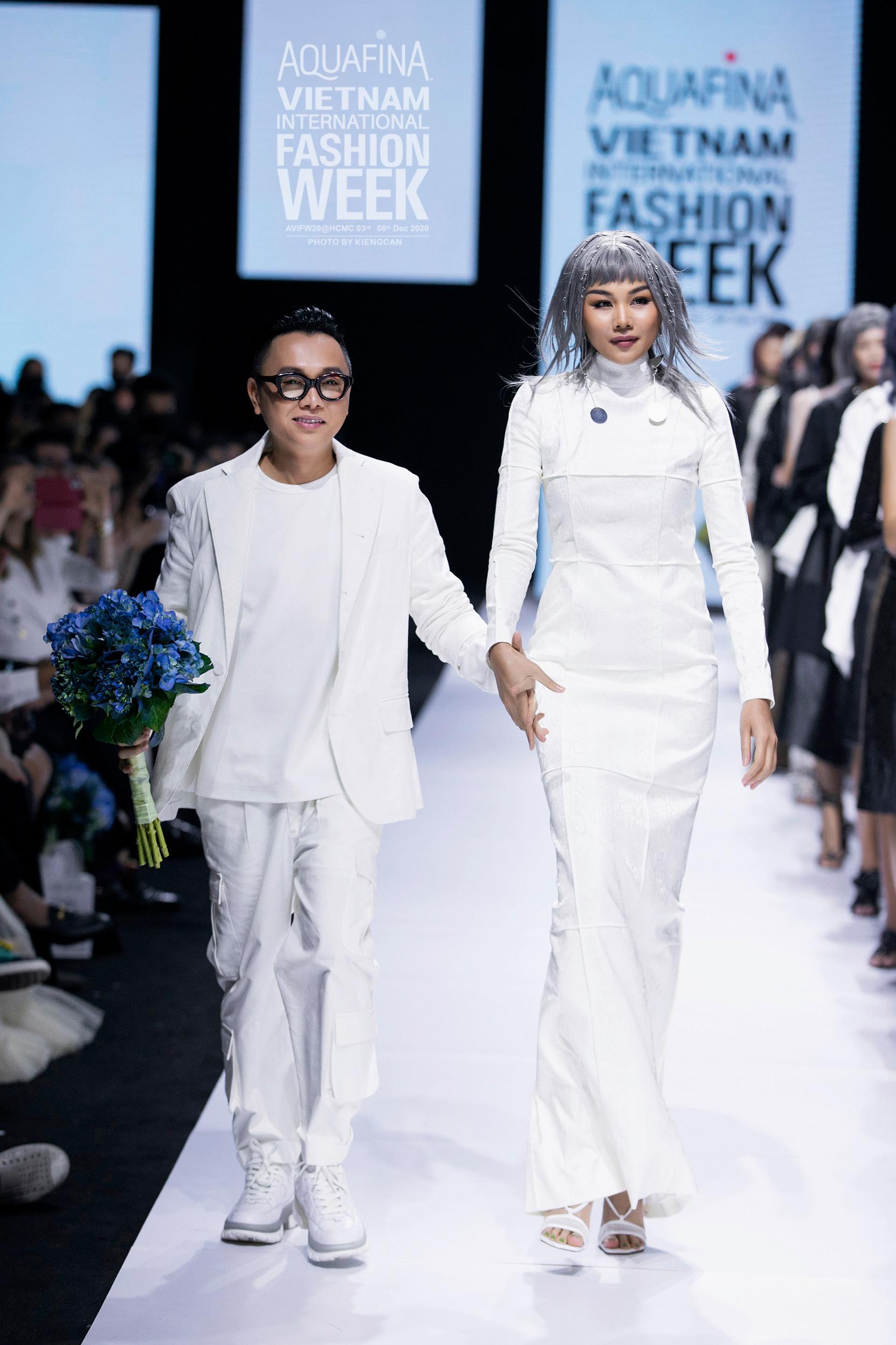 """2020: Khi các kinh đô thế giới cũng phải tạm im tiếng thì dòng chảy thời trang Việt vẫn mãnh liệt khẳng định: """"Tương lai bắt đầu từ hôm nay!"""" - Ảnh 11."""
