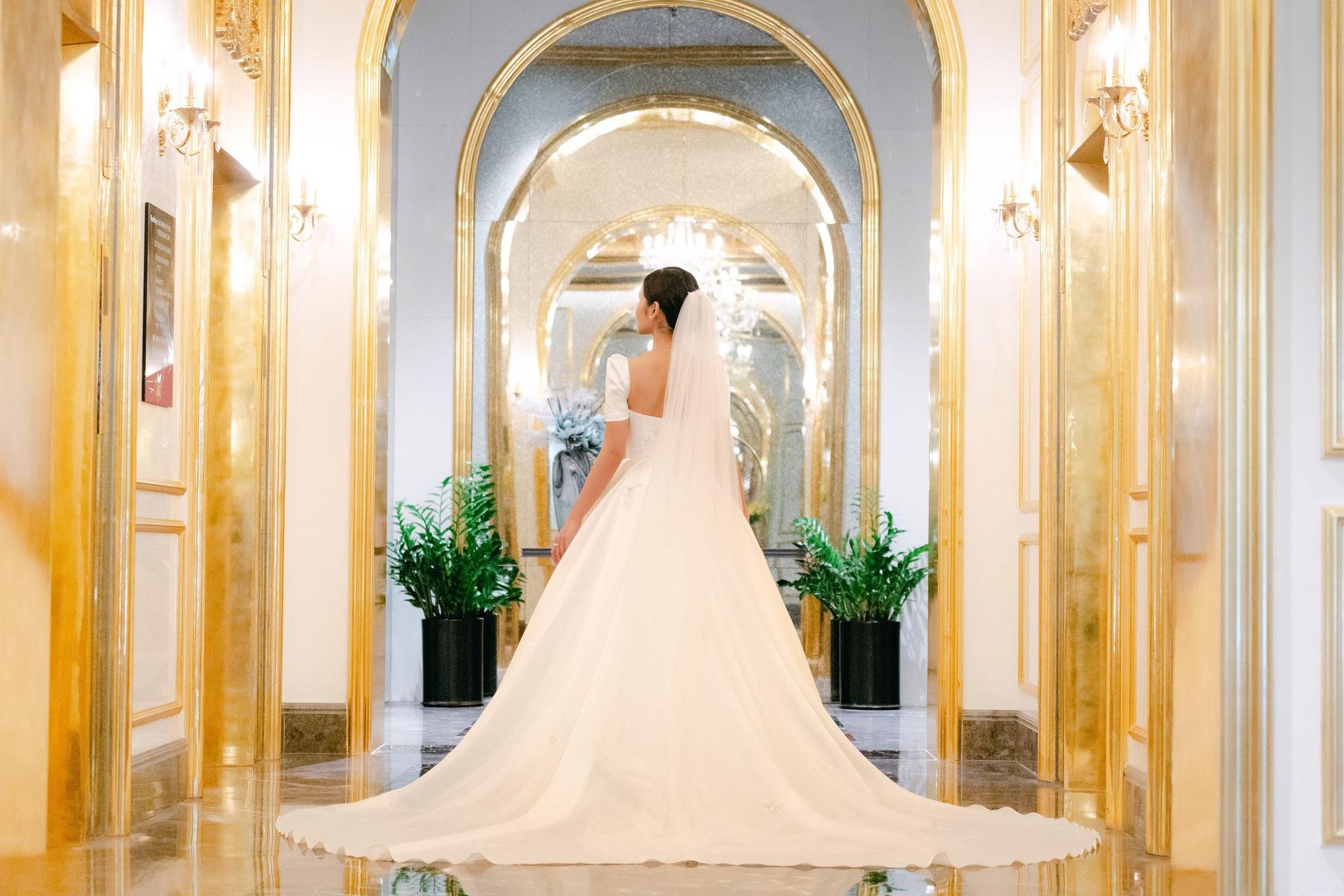 MC - Diễn viên Thu Hoài lung linh trong không gian cưới tại khách sạn dát vàng Dolce Hanoi Golden Lake - Ảnh 1.