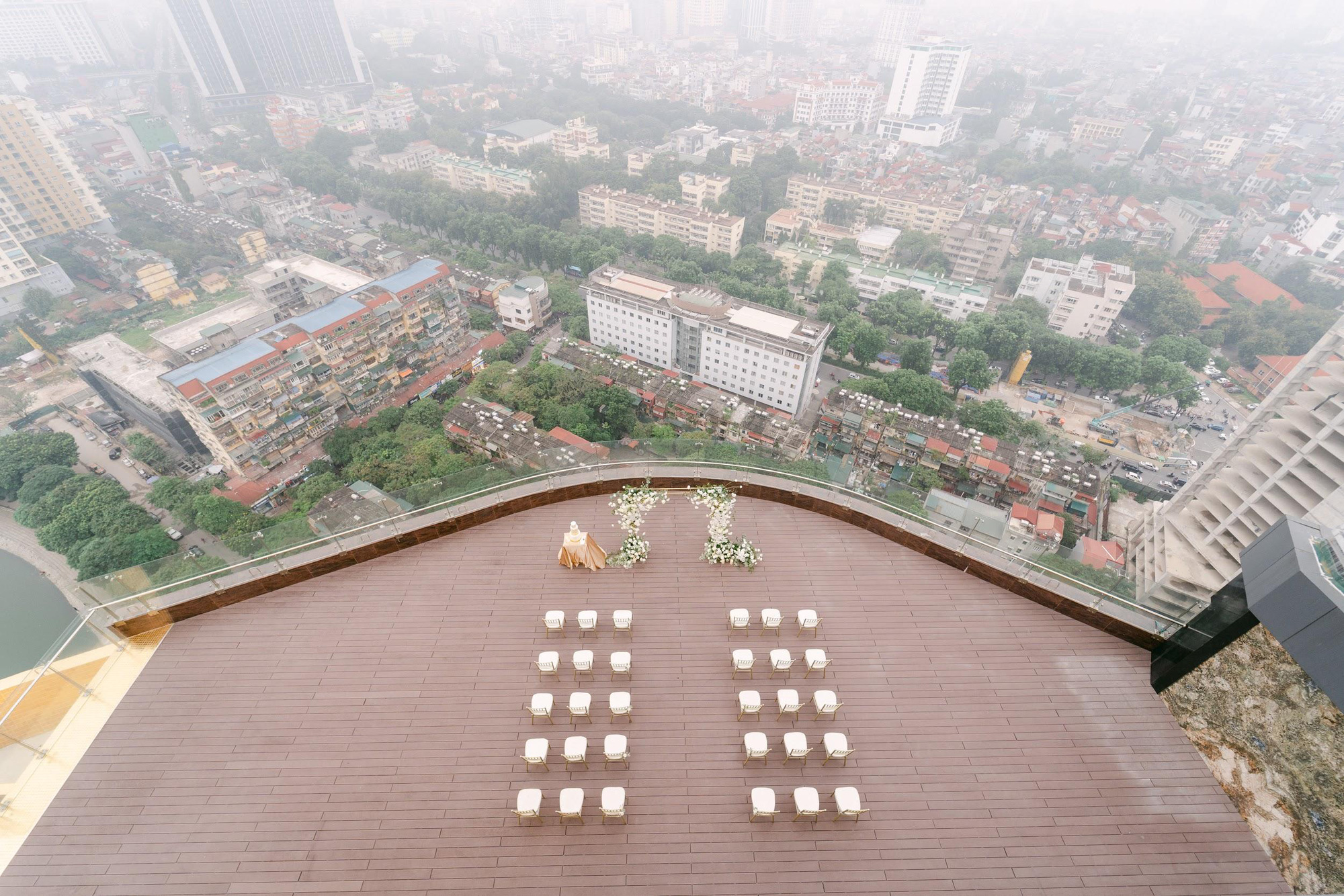 MC - Diễn viên Thu Hoài lung linh trong không gian cưới tại khách sạn dát vàng Dolce Hanoi Golden Lake - Ảnh 7.