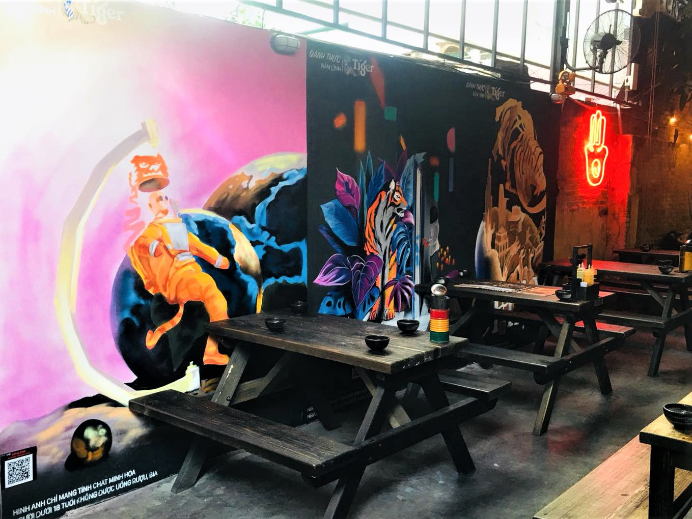 """Những địa điểm tụ họp quen thuộc bỗng chốc hóa thành """"triển lãm nghệ thuật"""" đặc sắc - Ảnh 3."""