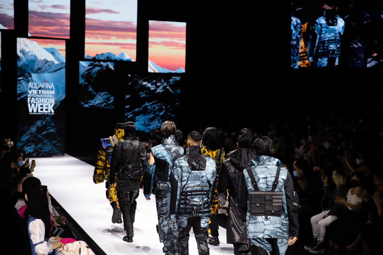 Màn chào sân ấn tượng cả phần nghe lẫn phần nhìn của nhà thiết kế trẻ Duy Hoàng trên sàn diễn Vietnam International Fashion Week - Ảnh 4.