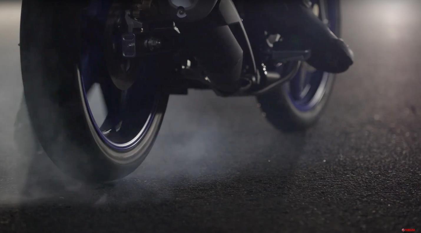 Yamaha Motor Việt Nam cùng fan đếm ngược giờ G, chờ màn hé lộ siêu phẩm xe thể thao Tiểu YZF-R1 mới - Ảnh 2.