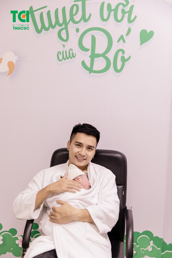 Vợ diễn viên Mạnh Quân (Lửa Ấm) vỡ ối sớm, hạ sinh con 4kg - Ảnh 5.
