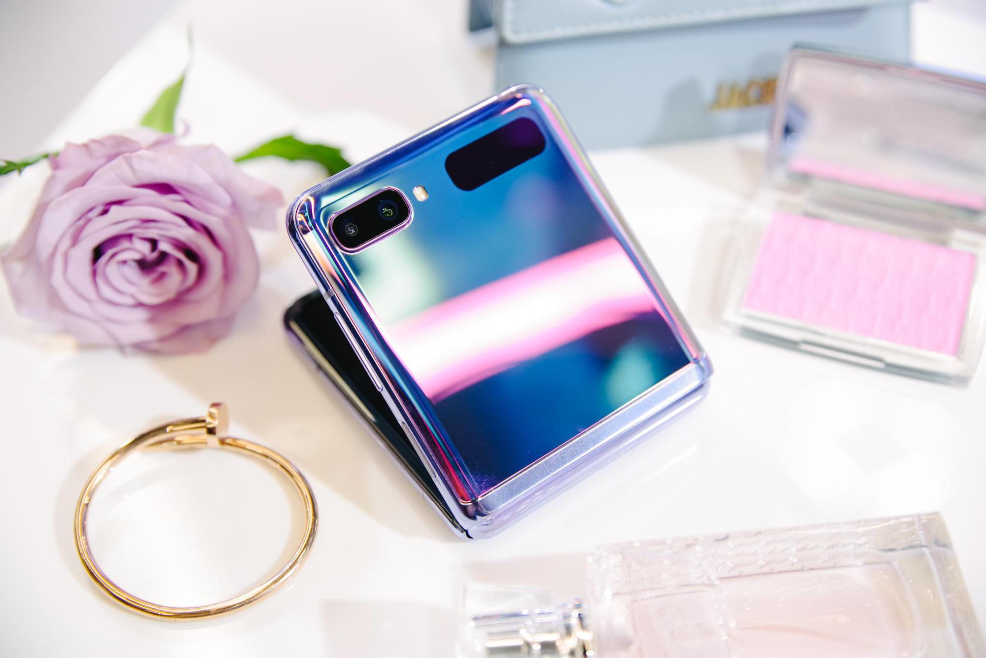 Galaxy Z Flip ra mắt chính thức tại Việt Nam, mở đầu xu hướng thời trang công nghệ mới - Ảnh 1.