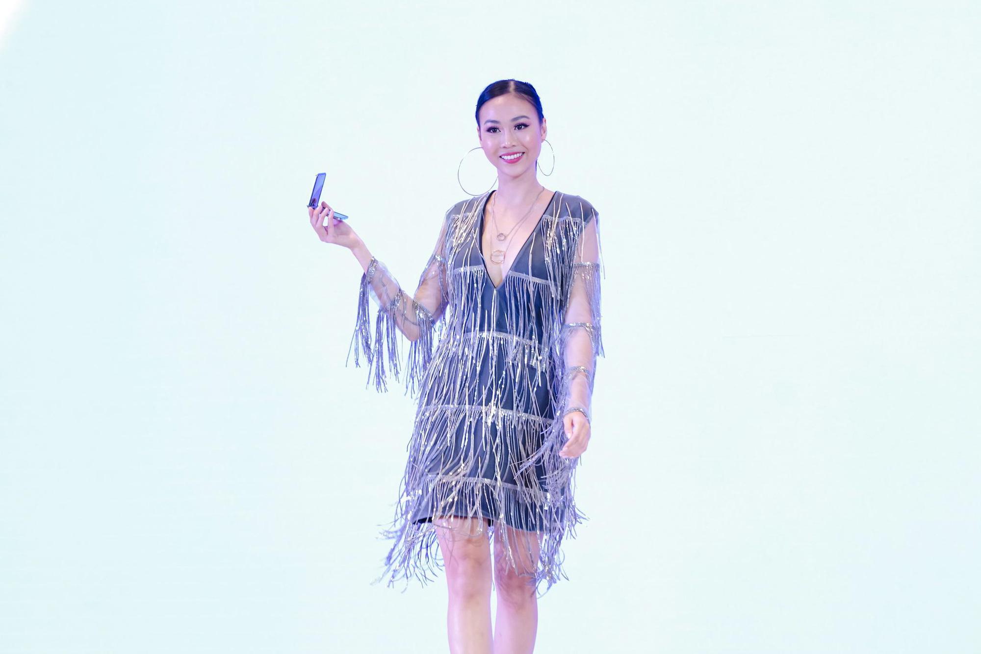 Galaxy Z Flip ra mắt chính thức tại Việt Nam, mở đầu xu hướng thời trang công nghệ mới - Ảnh 3.