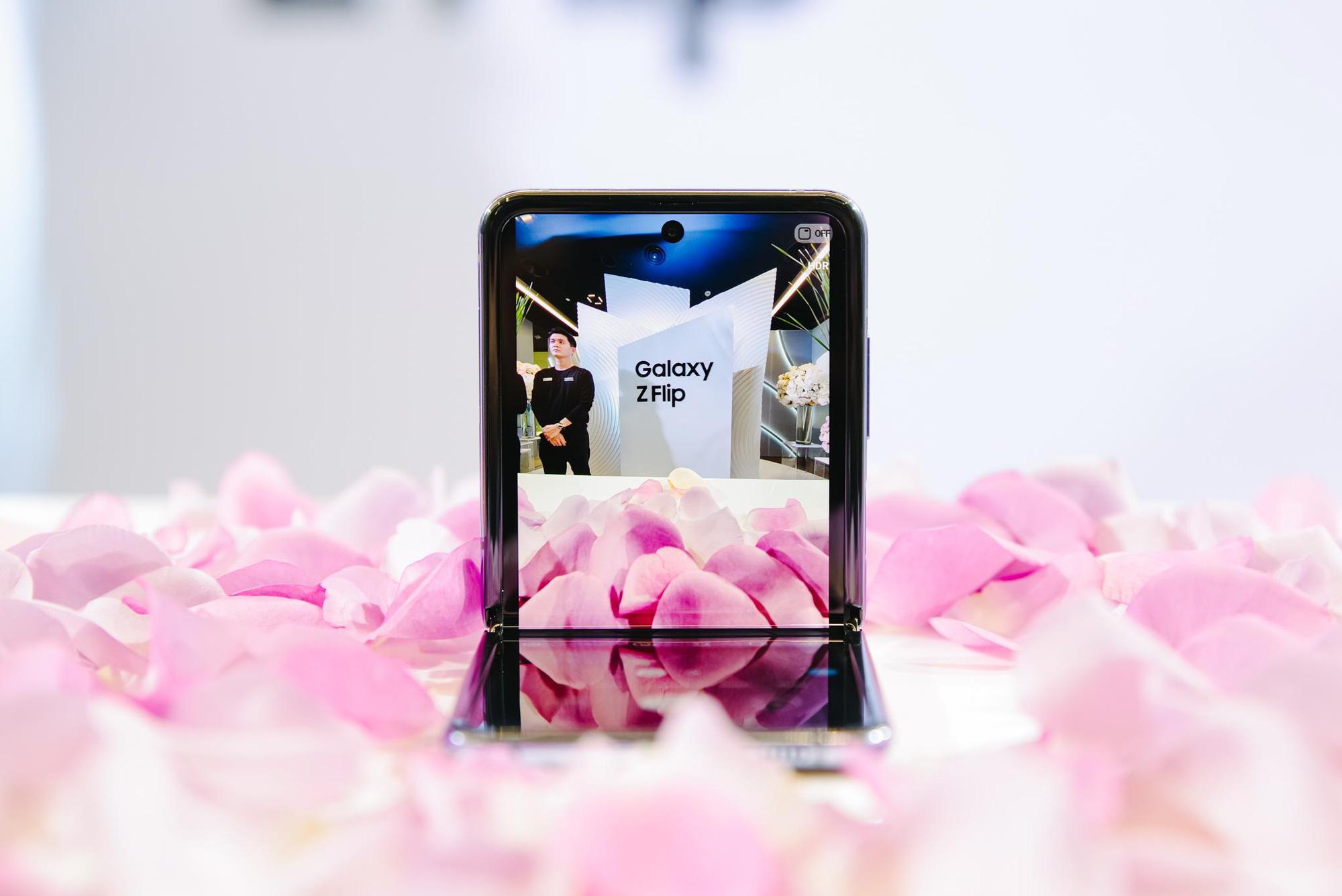 Galaxy Z Flip ra mắt chính thức tại Việt Nam, mở đầu xu hướng thời trang công nghệ mới - Ảnh 9.