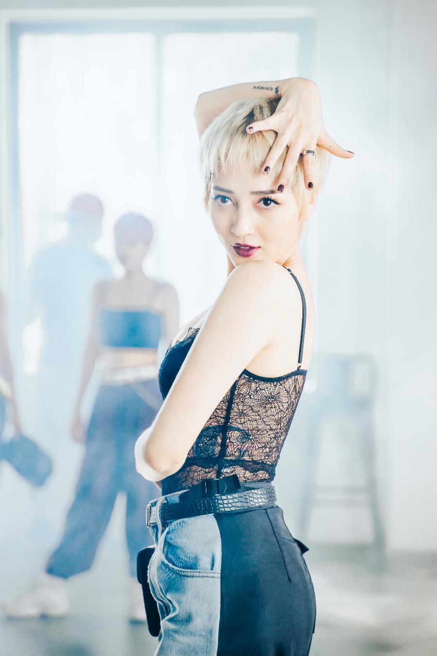 Tung MV mới, Bảo Anh khiến khán giả không phải tắt nhạc nghe clip, thính giả không phải tắt clip nghe nhạc - Ảnh 4.