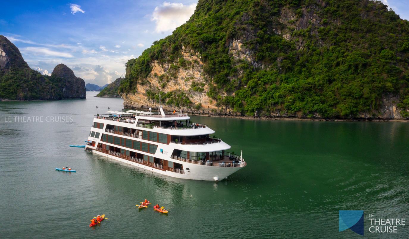 Du thuyền 5 sao trên vịnh Hạ Long - xu hướng nghỉ dưỡng độc đáo mới của giới sành chơi Việt - Ảnh 2.