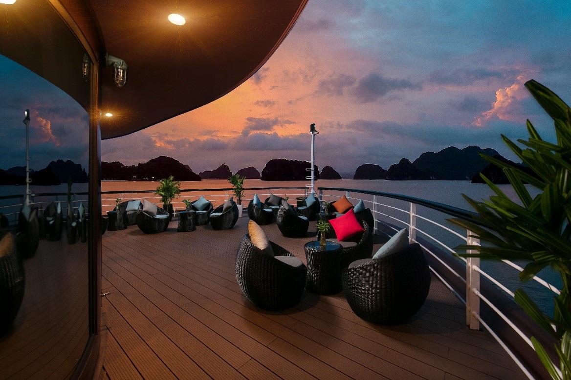 Du thuyền 5 sao trên vịnh Hạ Long - xu hướng nghỉ dưỡng độc đáo mới của giới sành chơi Việt - Ảnh 7.