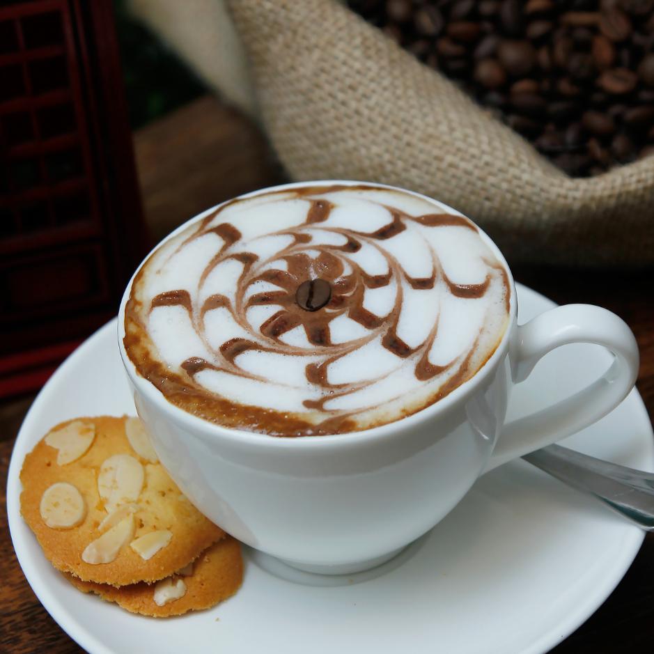 Bất ngờ với AKÓMA Café & Fusion – Một không gian châu Âu tối giản giữa lòng Sài Gòn - Ảnh 8.
