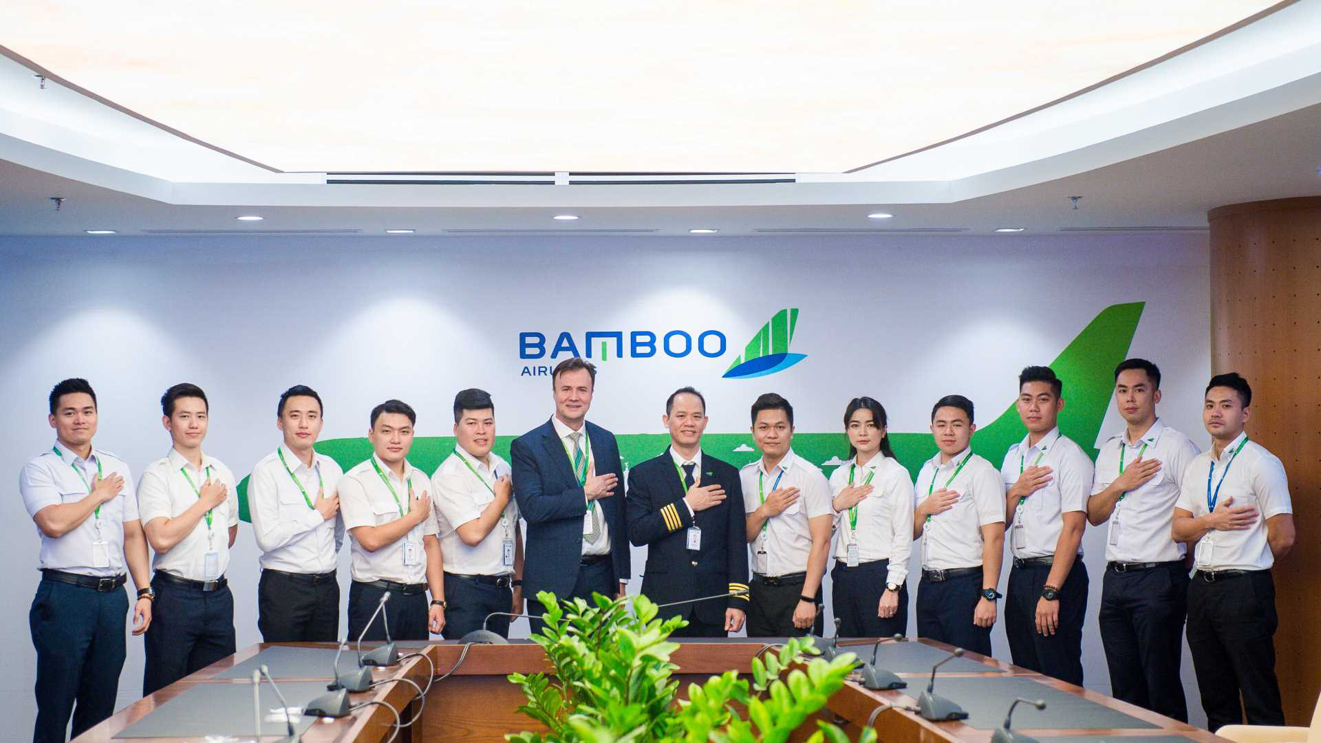 Bamboo Airways gặp mặt khóa phi công tập sự đầu tiên - Ảnh 2.