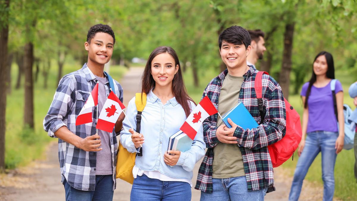 Nhiều chương trình hấp dẫn chờ đợi du học sinh bậc trung học tại Toronto - Ảnh 2.