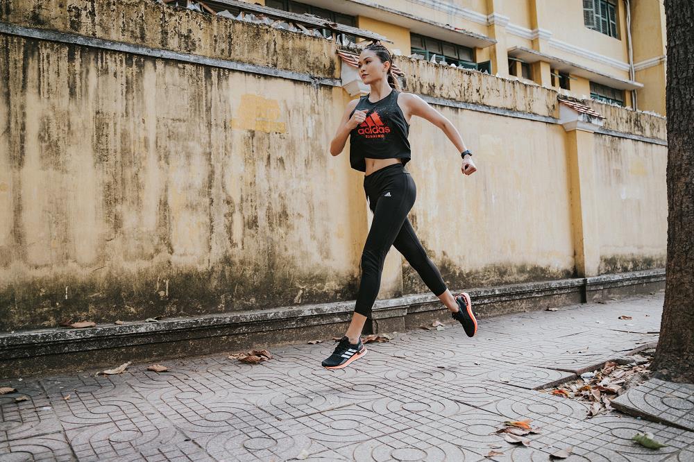Ai nói giày chạy bộ không thể mix đồ thời trang? Mời vào xem Chi Pu, Huyme cân phong cách này như thế nào nhé! - Ảnh 4.