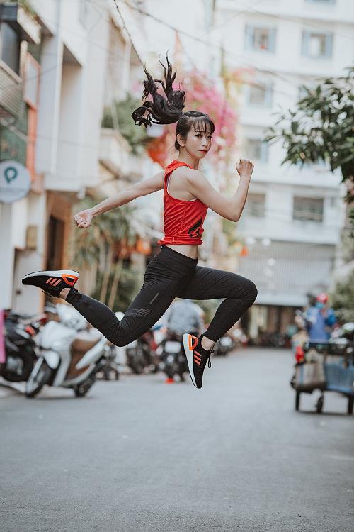 Ai nói giày chạy bộ không thể mix đồ thời trang? Mời vào xem Chi Pu, Huyme cân phong cách này như thế nào nhé! - Ảnh 6.