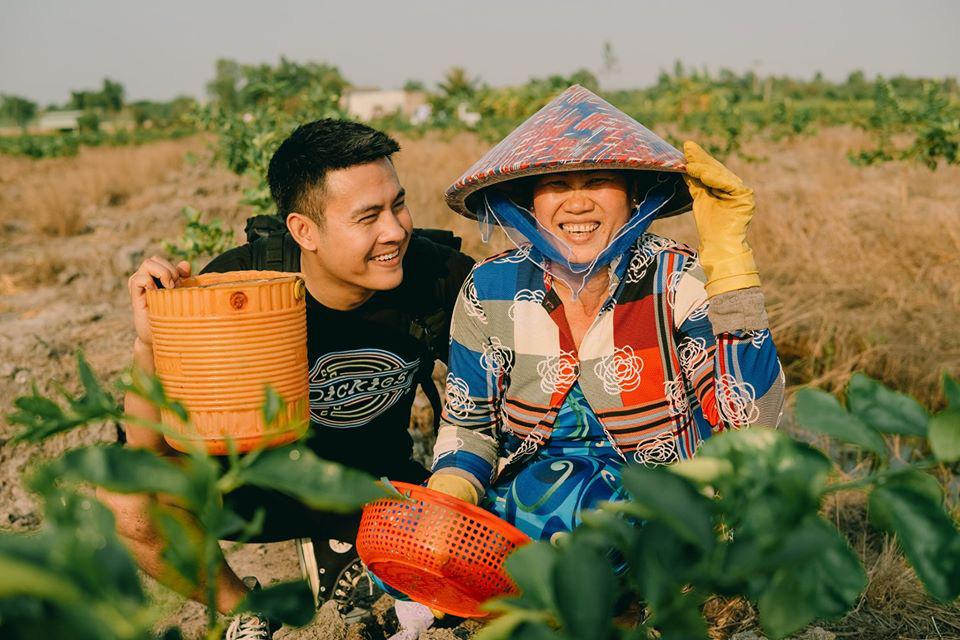 Cùng Chan La Cà nghe chuyện về những người mẹ gạt bỏ trải nghiệm riêng để thấy có những phụ nữ chỉ mới sống như 1 nửa bông hồng - Ảnh 1.
