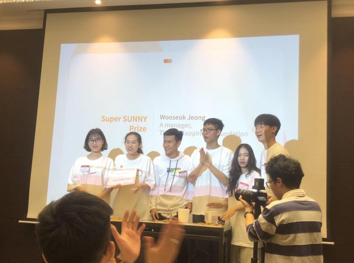 Xây dựng app đọc sách cho người mù, sinh viên HSU thắng giải tại Global Happinnovator - Ảnh 2.