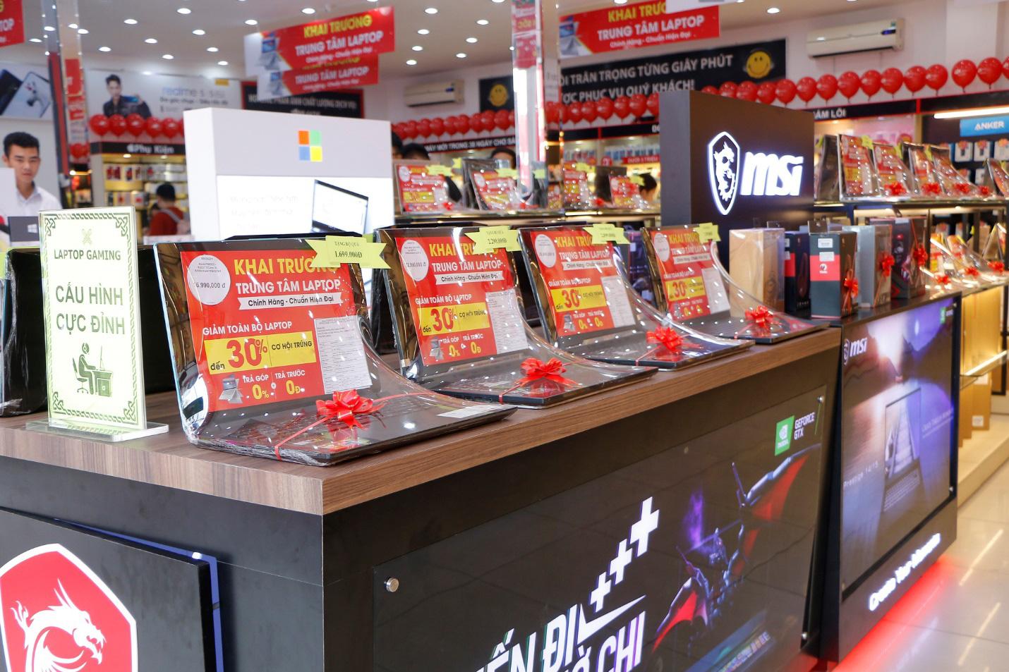 FPT Shop giảm đến 3 triệu, giao hàng miễn phí tận nhà cho khách hàng mua laptop - Ảnh 1.