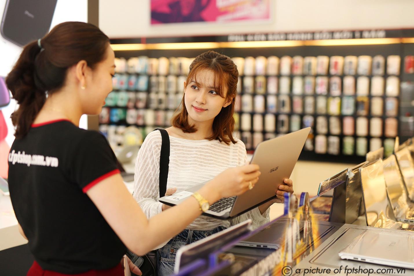 FPT Shop giảm đến 3 triệu, giao hàng miễn phí tận nhà cho khách hàng mua laptop - Ảnh 2.