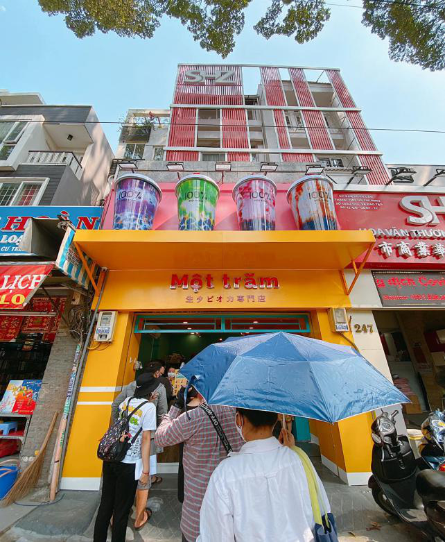 Người Sài Gòn háo hức check in với thương hiệu trà sữa 100% - Một trăm'' gây sốt từ Nhật Bản - Ảnh 2.