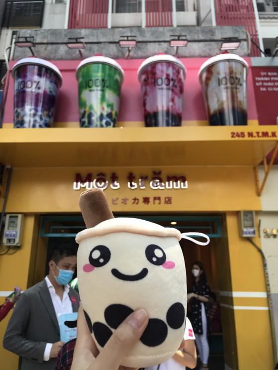 Người Sài Gòn háo hức check in với thương hiệu trà sữa 100% - Một trăm'' gây sốt từ Nhật Bản - Ảnh 5.