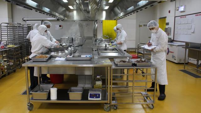 Taseco ủng hộ 50.000 suất ăn tới khu cách ly tập trung tại Hà Nội - Ảnh 1.