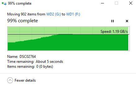 Chuyển gần 1000 bức ảnh JPEG thì mất thời gian hơn nhưng vẫn nhanh chán so với SSD chuẩn SATA.