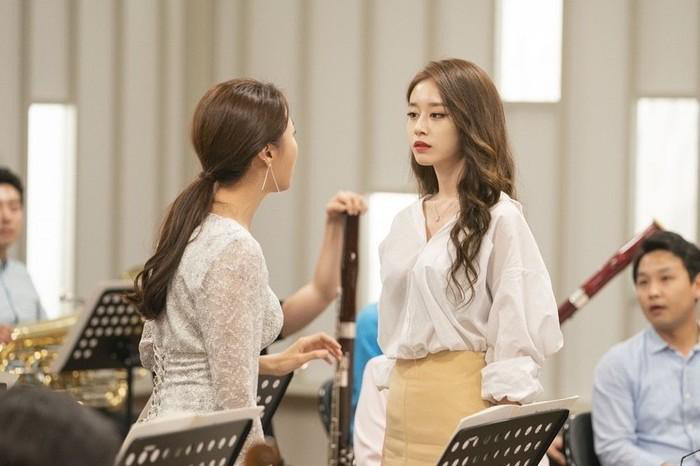 """Se Jeong (Gugudan) đối đầu Ji Yeon (T-Ara) trong phim mới """"Để âm nhạc cất lời"""" - Ảnh 1."""