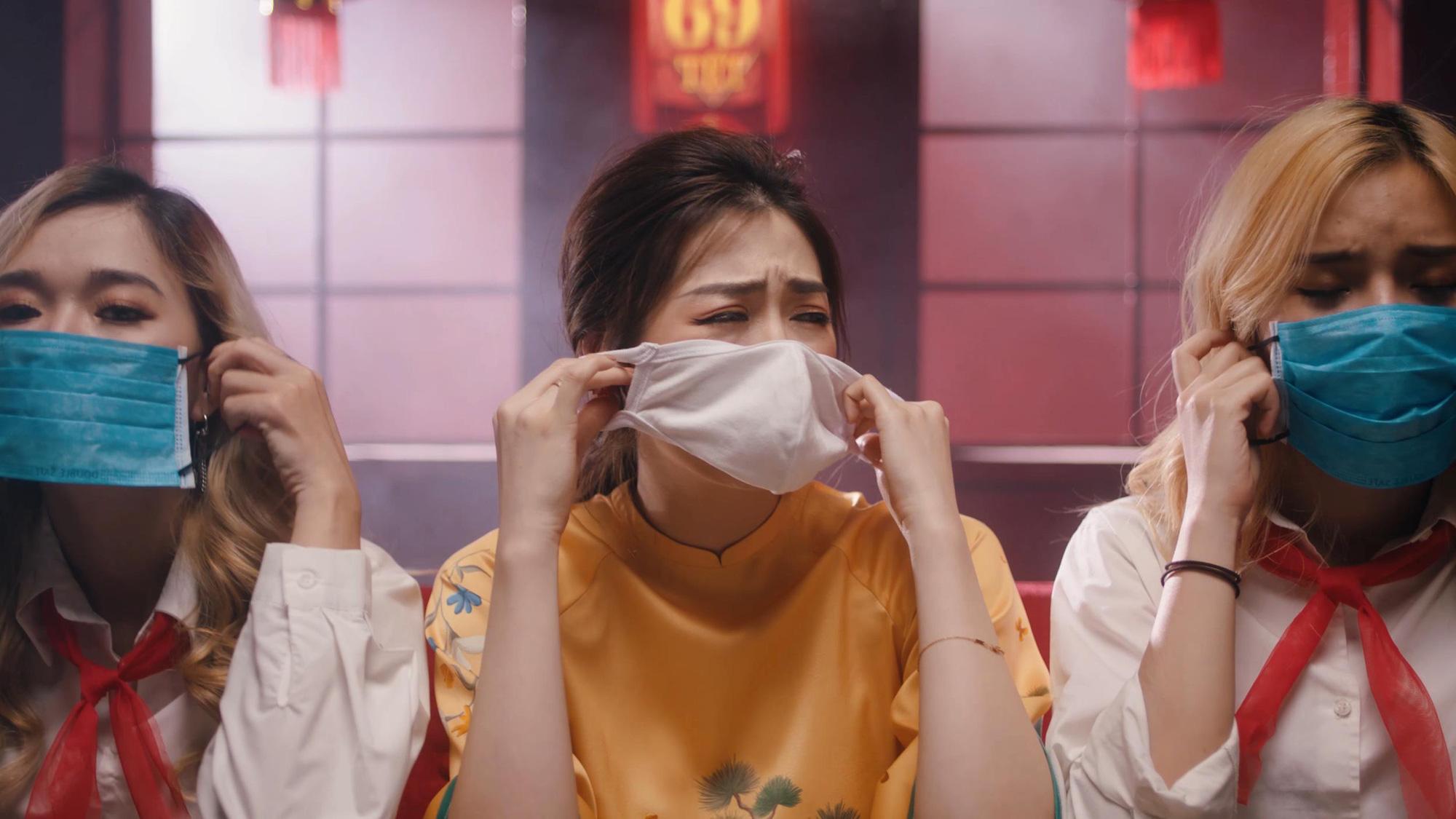 Á hậu Tú Anh bất ngờ tung MV ca nhạc về dịch Covid-19 - Ảnh 3.