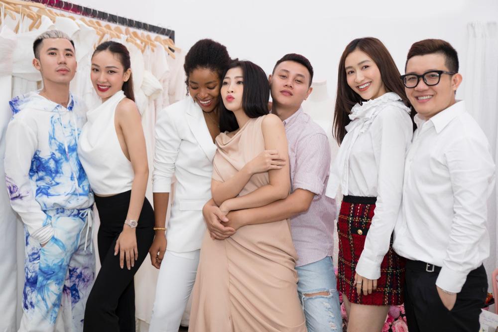 MC Liêu Hà Trinh, Á hậu Hà Thu dự tiệc khai trương Nhà mốt 9192 - Ảnh 1.