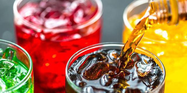 Nạp vào cơ thể nhiều đồ uống chứa đường tinh luyện: Thói quen khiến giới trẻ dễ béo phì, mắc bệnh tim mạch - Ảnh 1.