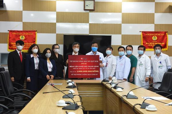 DOJI tiếp tục chung tay phòng chống dịch Covid: Tặng Y bác sỹ BV Bạch Mai 1 tỷ đồng - Ảnh 2.