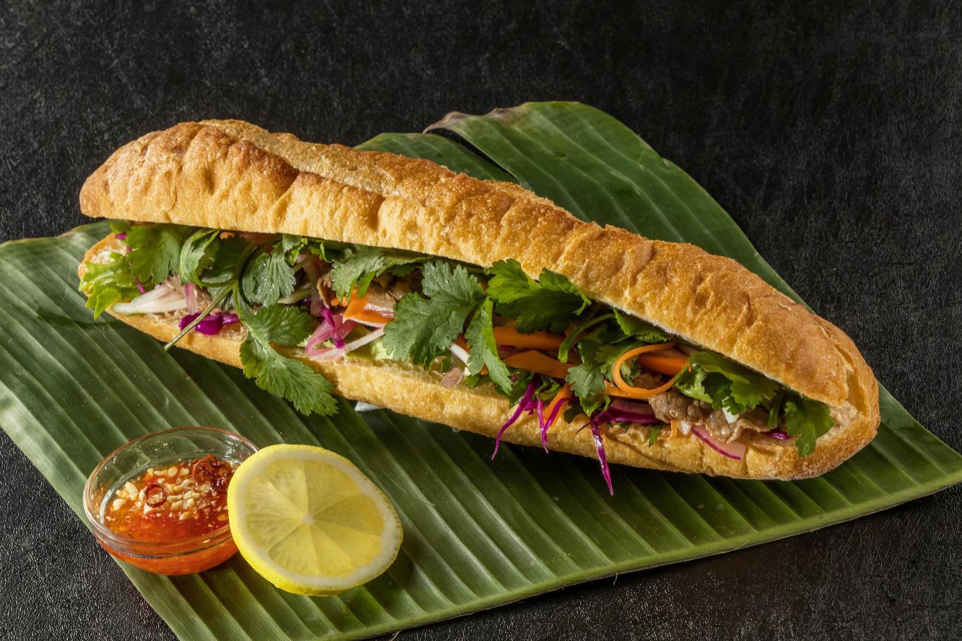 Cùng bác tài công nghệ điểm mặt những xe bánh mì hot nhất Sài Gòn - Ảnh 1.