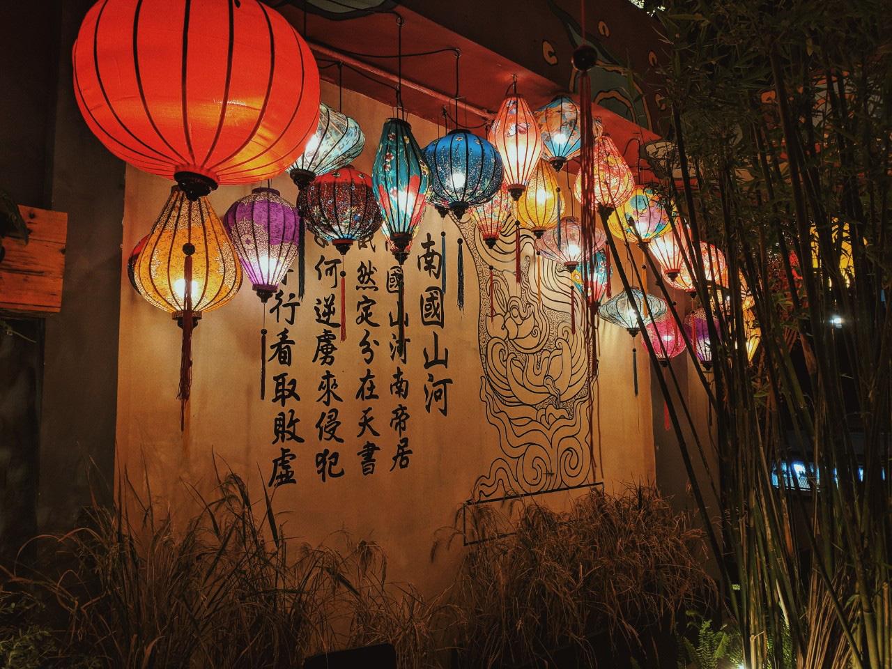 Quán chill mang phong cách Đại Việt nổi bật giữa khu vui chơi sầm uất bậc nhất Sài thành - Ảnh 1.