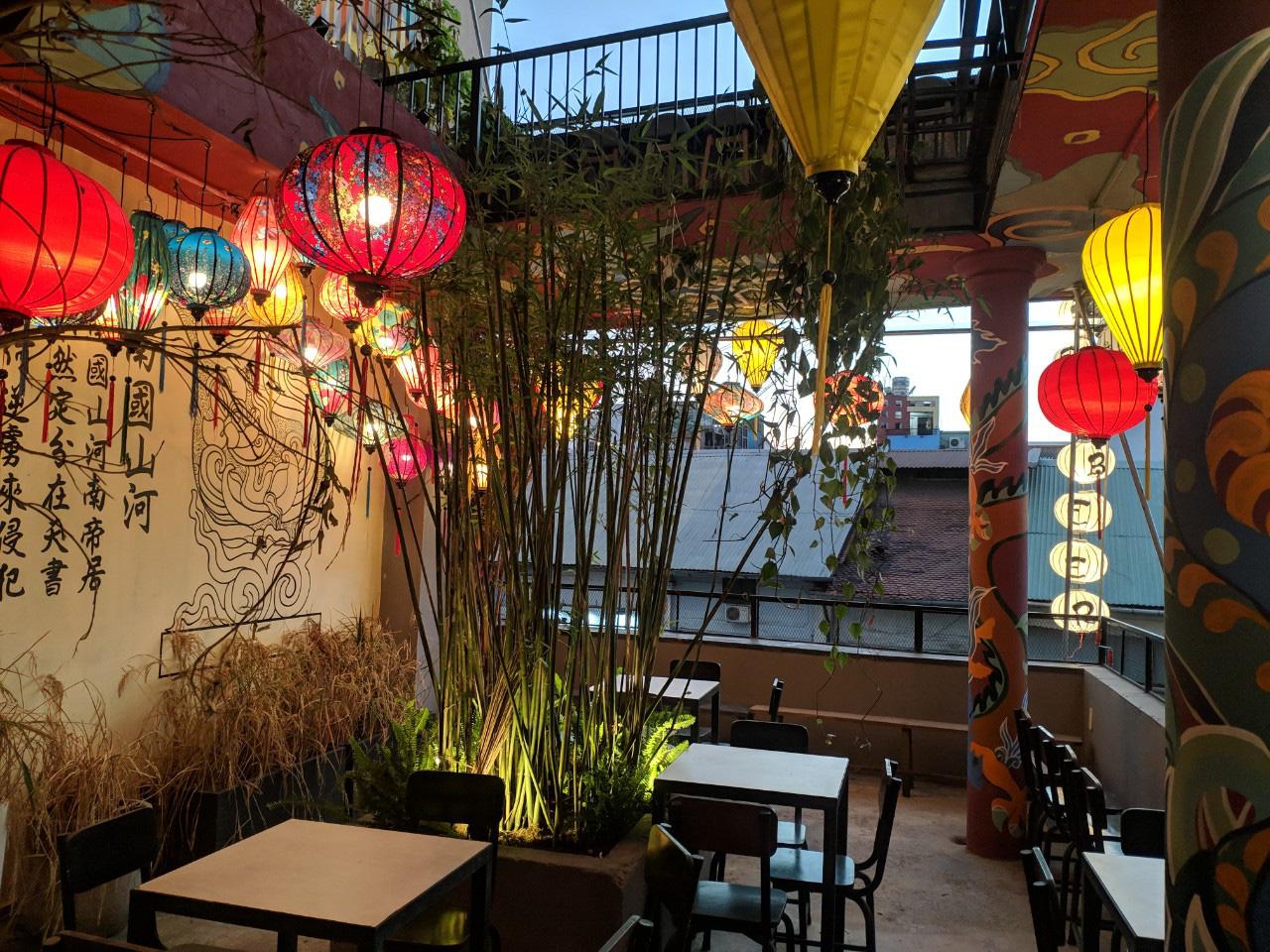 Quán chill mang phong cách Đại Việt nổi bật giữa khu vui chơi sầm uất bậc nhất Sài thành - Ảnh 2.