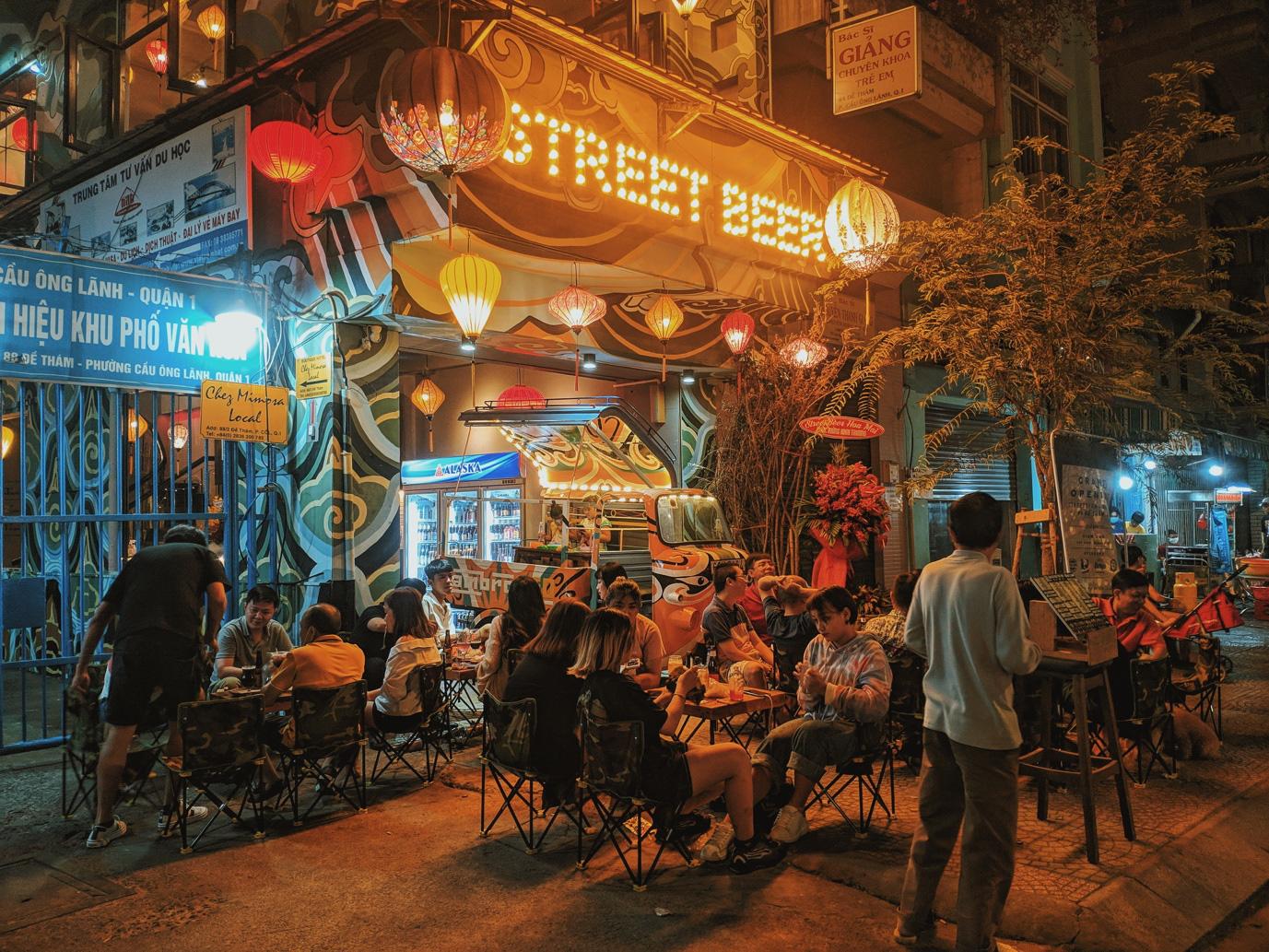 Quán chill mang phong cách Đại Việt nổi bật giữa khu vui chơi sầm uất bậc nhất Sài thành - Ảnh 4.