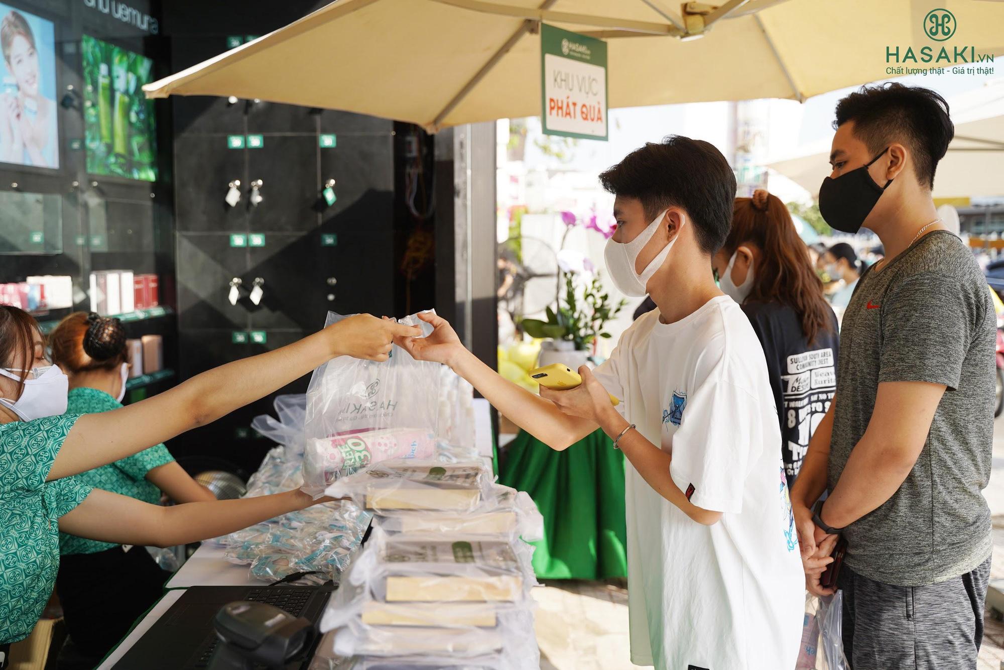 Lần đầu tiên khai trương 3 ngày, Hasaki tặng 3.000 khẩu trang, tung khuyến mãi khủng, chỉ 4.000đ đã mua được đồ chất - Ảnh 5.