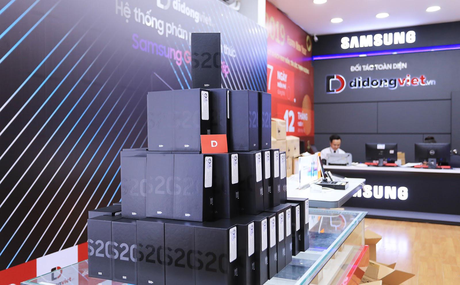 Galaxy S20, S20 Plus, S20 Ultra giá từ 16,9 triệu đồng; Di Động Việt giao hơn 300 máy cho khách trong ngày mở bán - Ảnh 3.