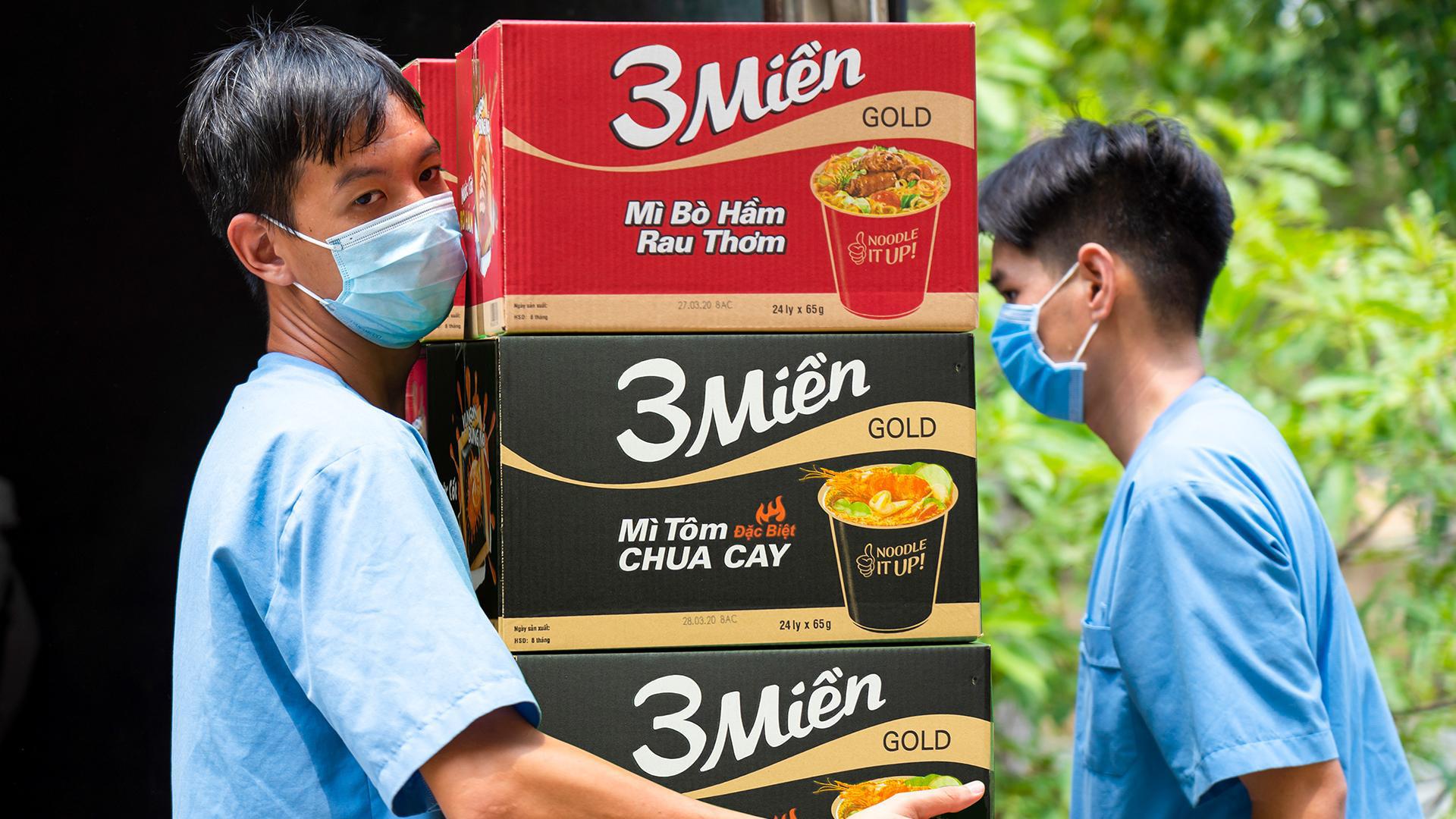 Uniben trao tặng 150.000 bữa ăn dinh dưỡng từ Mì 3 Miền và Nước trái cây Joco cho đội ngũ y bác sĩ các bệnh viện tuyến đầu - Ảnh 7.