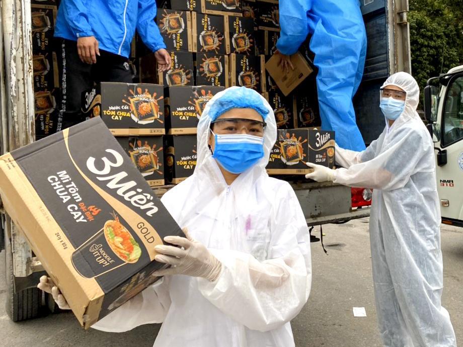 Uniben trao tặng 150.000 bữa ăn dinh dưỡng từ Mì 3 Miền và Nước trái cây Joco cho đội ngũ y bác sĩ các bệnh viện tuyến đầu - Ảnh 8.