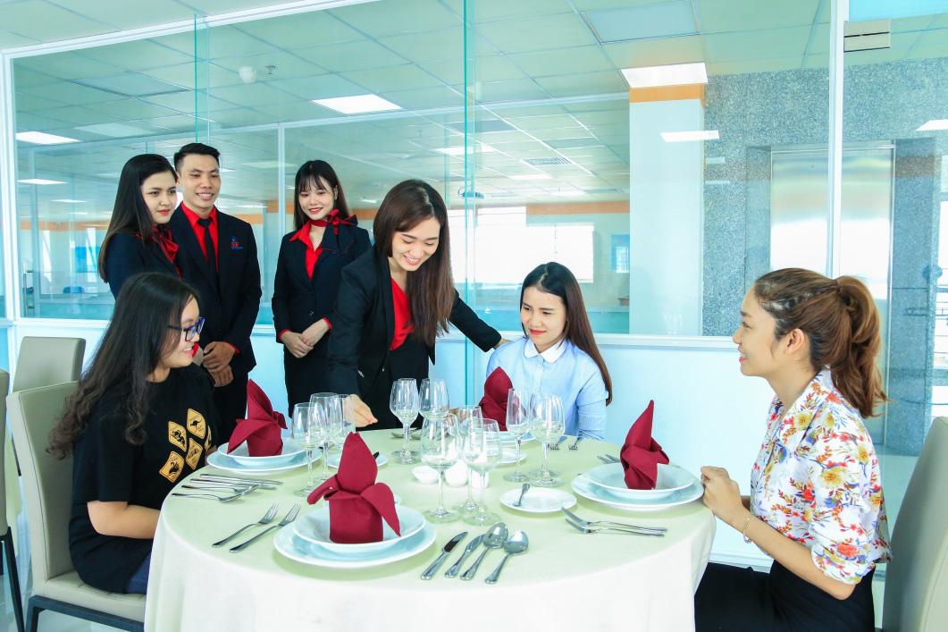 Nhiều ưu điểm khi học Quản trị nhà hàng và dịch vụ ăn uống tại UEF - Ảnh 1.