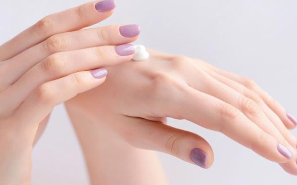Mách nhỏ nàng bí kíp giúp da tay luôn mềm mịn bất chấp phải rửa tay nhiều lần trong ngày - Ảnh 4.