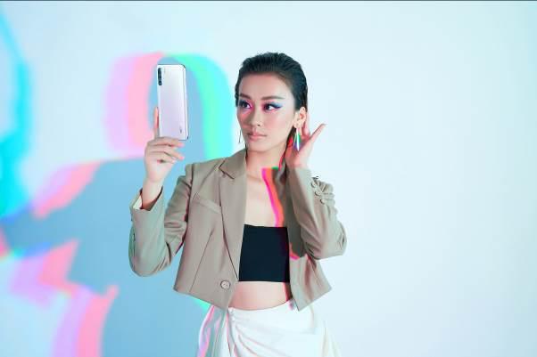 Hữu dụng trong mọi hoàn cảnh, lại nâng tầm phong cách của chính chủ, smartphone đẹp xứng đáng là vật bất ly thân của phái đẹp - Ảnh 4.