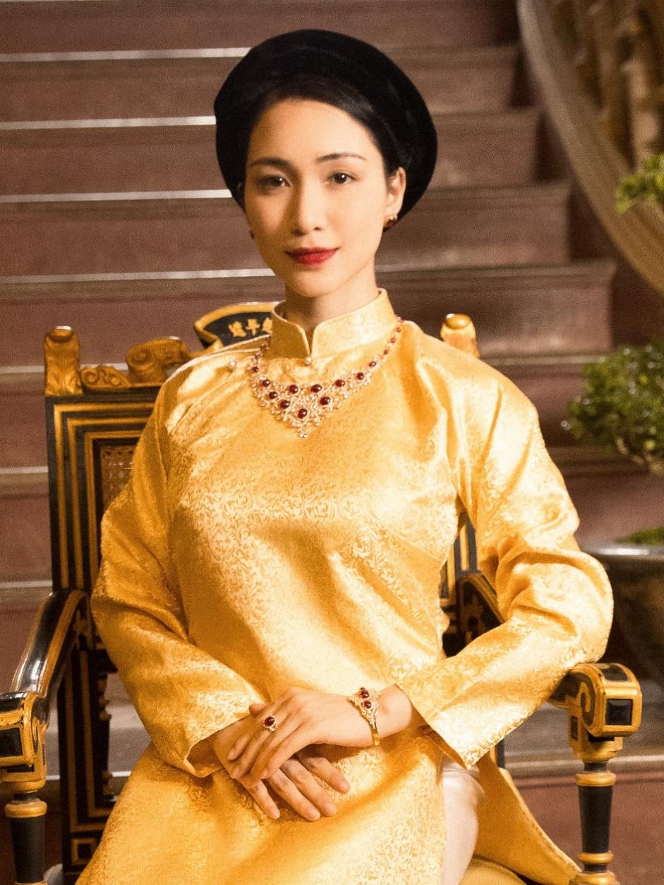 Hòa Minzy cùng PNJ tái hiện hình ảnh Nam Phương Hoàng Hậu trong MV mới - Ảnh 1.