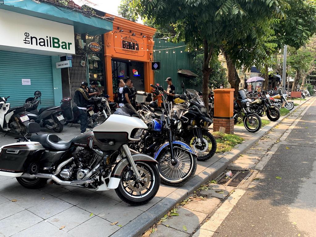 """Đơn giản mà hiện đại, đây là chốn """"tụ nghĩa"""" mới dành cho dân biker Hà Nội - Ảnh 1."""