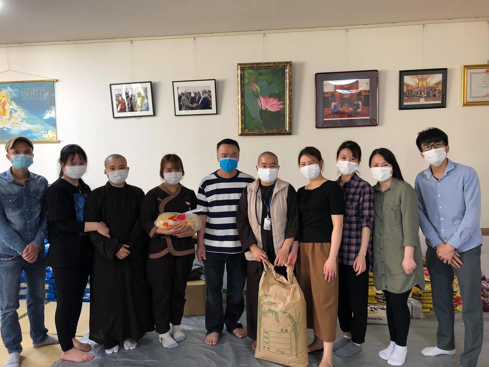 Ấm lòng những sẻ chia của người Việt giữa đại dịch Covid-19 ở Nhật - Ảnh 2.