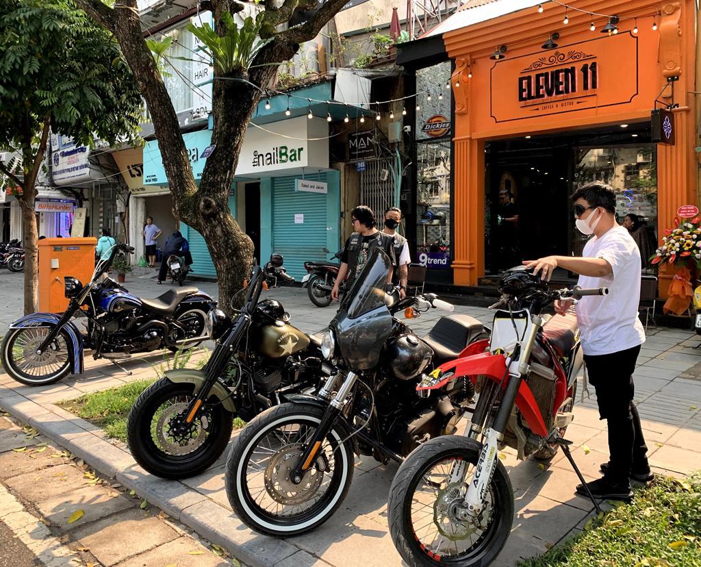 """Đơn giản mà hiện đại, đây là chốn """"tụ nghĩa"""" mới dành cho dân biker Hà Nội - Ảnh 3."""