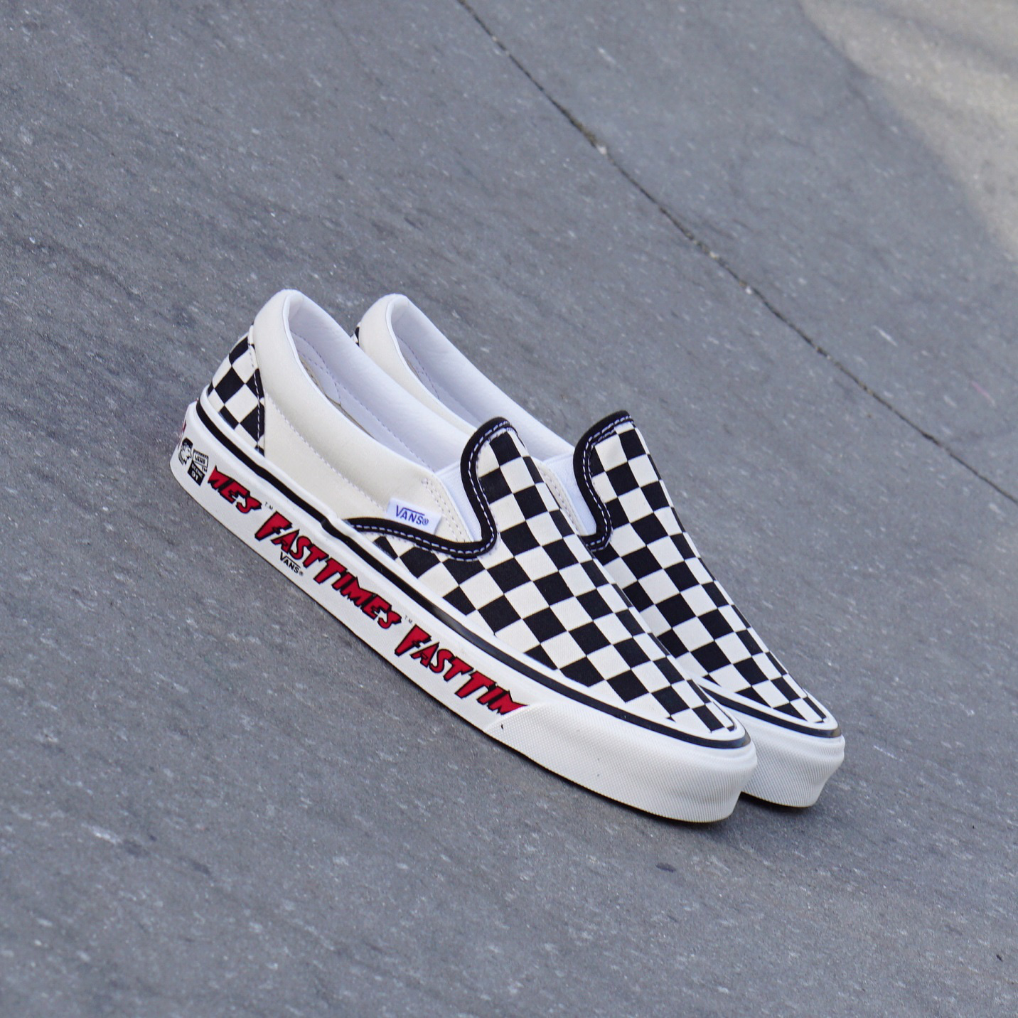 Vans x Fast Times nhắc lại màn debut kinh điển của đôi Slip-on Checkerboard những năm 80 - Ảnh 2.